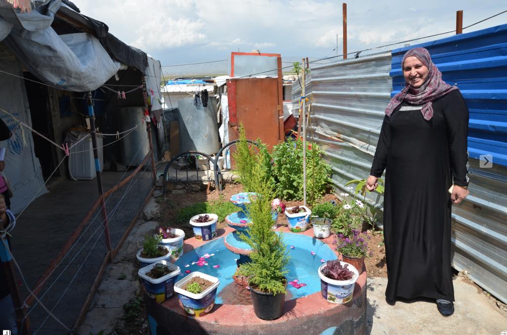 Gardener in Domiz camp, Iraq shows innovative planting method